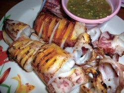 激安の剣先イカ。イカ料理は本当に美味しくて病みつきです。
