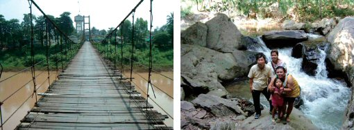 サムローも通るスリル満点の古い吊り橋(左) 小さな小さな滝をバックに皆で記念撮影(右)