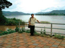 雨季のため川幅一杯に流れるメコン川