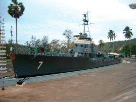 かつての勇姿を見せる魚雷艇(海軍記念館)