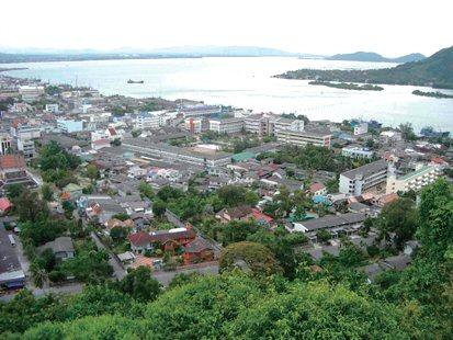 ソンクラーの市街地(タンクワン山頂)