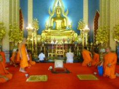 この儀式の後黄色の僧衣に着替え正式の僧になります