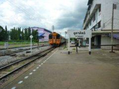 バンコク行き特急列車(スプリンター)の入線