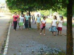 国境近くの工場に通うミャンマーの女性達