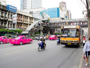 バスやタクシーは黄色ナンバー